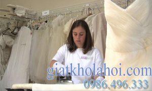Dịch vụ giặt váy cưới cô dâu chuyên nghiệp